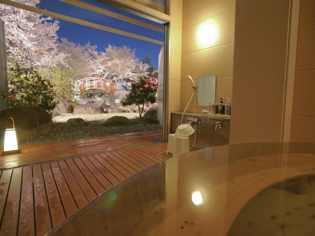 花見露天風呂 山梨県一の桜が見れる露天風呂